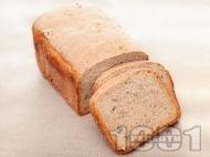 Рецепта Лесен обикновен хляб за домашна хлебопекарна с пълнозърнесто и типово брашно, тиквени семки и ленено семе